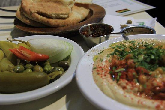 Abu Dabi: Plato de Hummus en Abu Dabhi