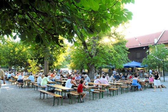 Forsthaus Kasten: Biergarten Ambiente im Sommer