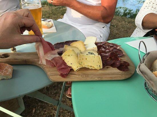 Apremont-sur-Allier, Francja: Planche charcuterie et fromage