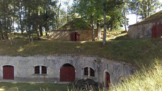Commercy, Frankrike: Fort de Jouy sous les Côtes - traverses abris