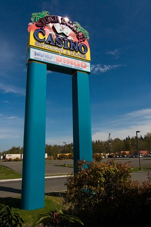 Renton, WA: Turn this sign for a great casino gaming and dining experience.