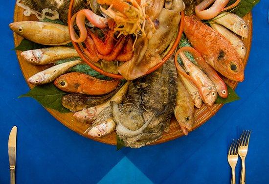 Sant'Ilario dello Ionio, Italy: Il nostro pescato del giorno, sempre diverso in base alla disponibilità dei nostri pescatori