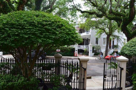 The Calhoun Mansion: front yard garden