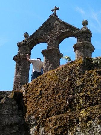 Esgos, Spania: Monasterio de San Pedro de Rocas (espadaña sobre rocas)