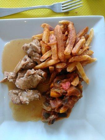 Saint-Martin-de-Fontenay, Frankreich: plat du jour viande : veau en sauce