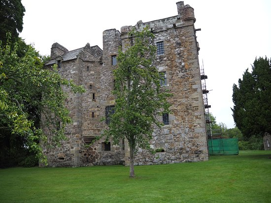 Elcho Castle: nice view of the side