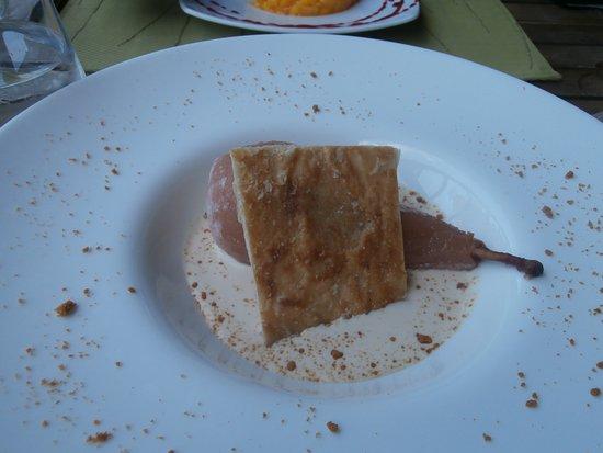 Restaurant des Grottes: poire au vin et lait d'amande
