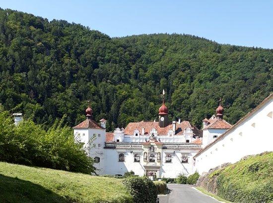 Hirnsdorf, Австрия: Zugang zum Schloss