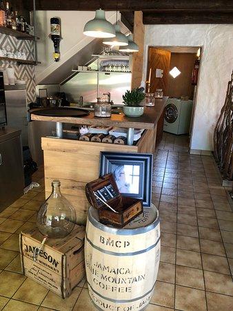 Steinach, Sveits: liebevoll eingerichtetes Innere des Lokals