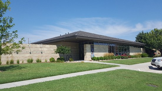 Pratt, KS: Vernon Filley Art Museum