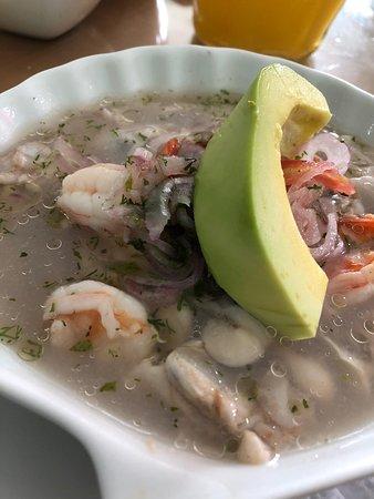 Duran, الإكوادور: Oyster and Shrimp Ceviche + Avocado!