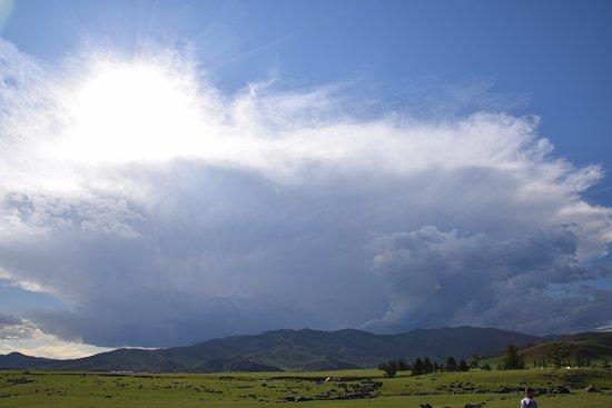 Arkhangai Province, มองโกเลีย: Een onweer ontwikkeld zich.