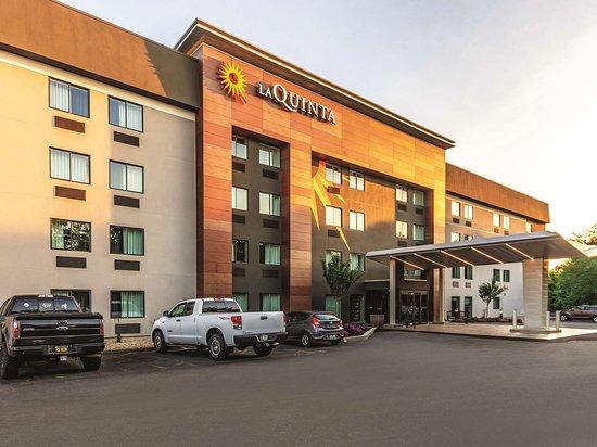 La Quinta Inn & Suites Hartford - Bradley Airport