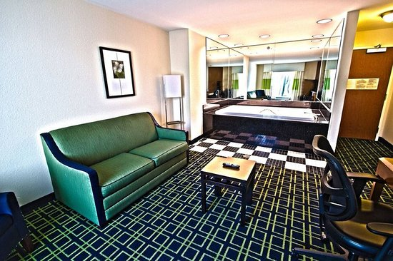 Fairfield Inn & Suites Milledgeville: Suite
