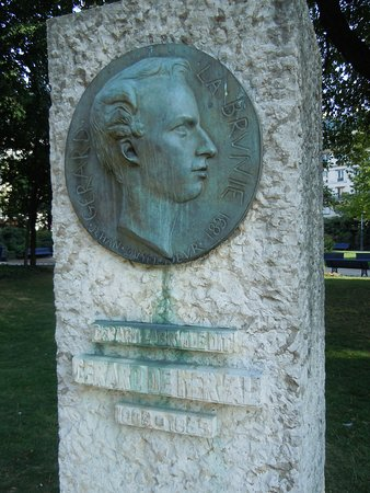 Statue de Gérard de Nerval