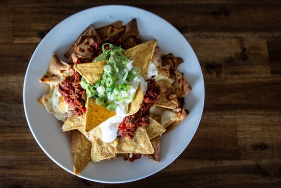 Pizzami Gourmet Pizza Bar: Nachos are large servings