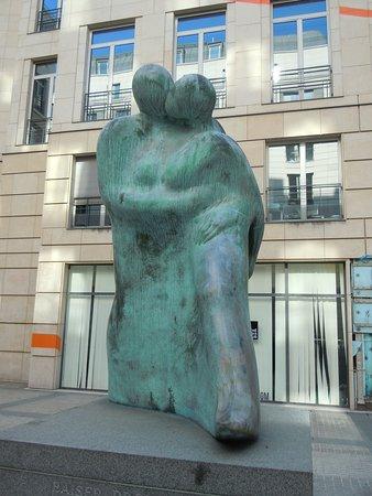 Statue Le Baiser Promenade