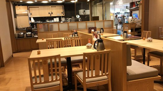 Sachi Fukuya Cafe Higashi-Kurume : 店内 4人掛けテーブル:10卓、2人掛けテーブル:1卓なのですぐに満席になります。