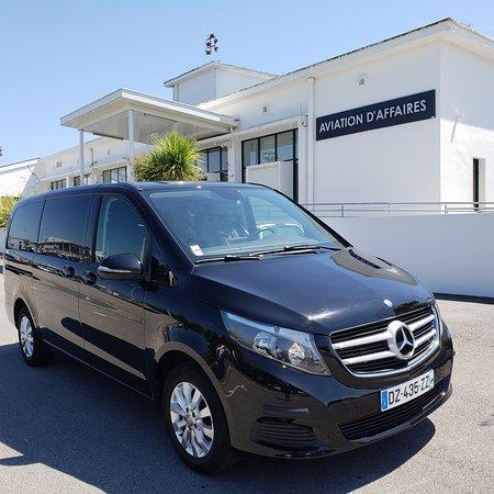 Saint-Jean-de-Luz, France: Aviation d'affaire à Biarritz, service PREMIUM de chauffeur privé. Van Mercedes Classe V.