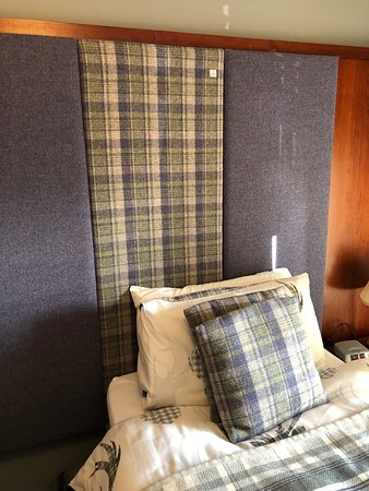 Lochboisdale, UK: Tweed headboard!