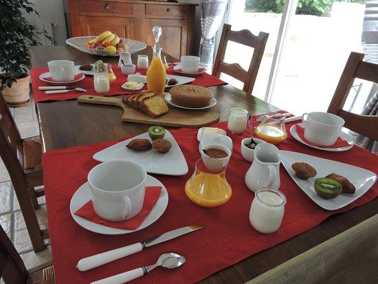 Rebenacq, France: Le petit-déjeuner