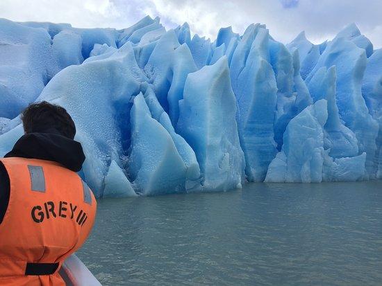 Patagonia Viajes: Navegación en Lago Grey- Parque Nacional Torres del Paine