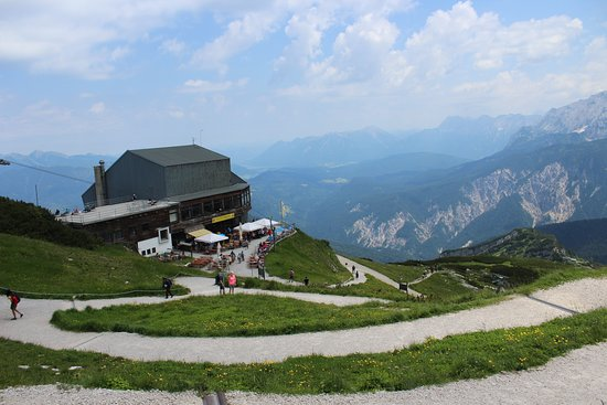 Alpspitz: Wonderful views from here easy to walk around , have a little lunch and make sure you enjoy a be