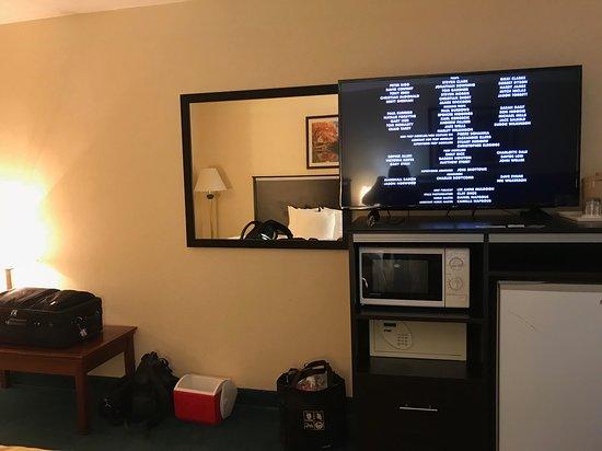 Quality Inn & Suites: Nice TV