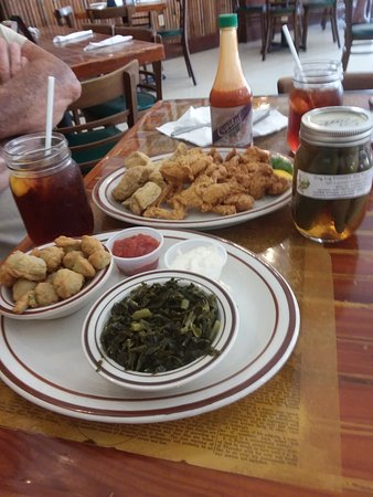 Fellsmere, فلوريدا: Excellent seafood lunch with greens and fried okra...catfish, frog legs and gator tail!