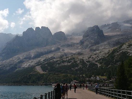 Romeno, Italy: Vari angoli del lago