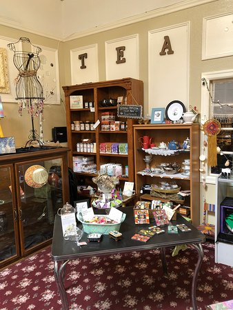 Oak Harbor, WA: A great selection of teas and teapots and other accessories!