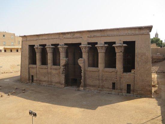 Isna, Egypt: 以斯納神廟外觀