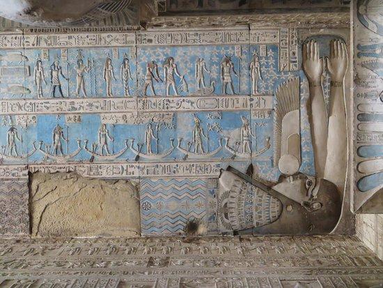 Dendera, Egito: 努特人吞日照片