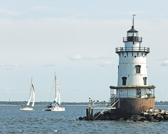 Barrington, RI: The lighthouse we pass by in Narragansett Bay