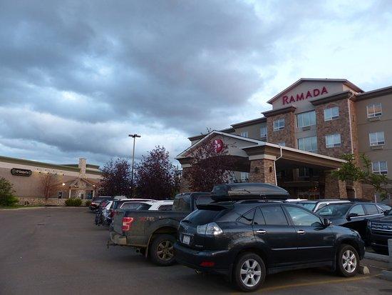 Ramada by Wyndham Drumheller Hotel & Suites: Entrance