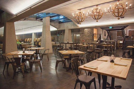 Barrel Bistro: Dining Room