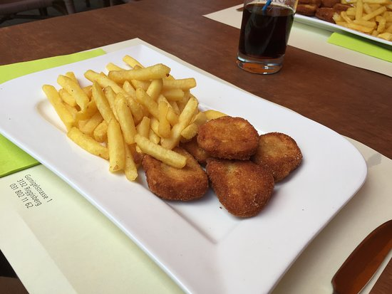 Riggisberg, Switzerland: Cicken Nuggets mit Pommes