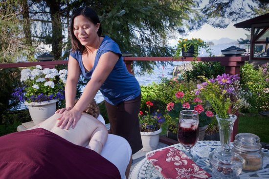 Black Bear Inn: The sun deck is a ideal place to have a massage, do yoga or relax with a book.