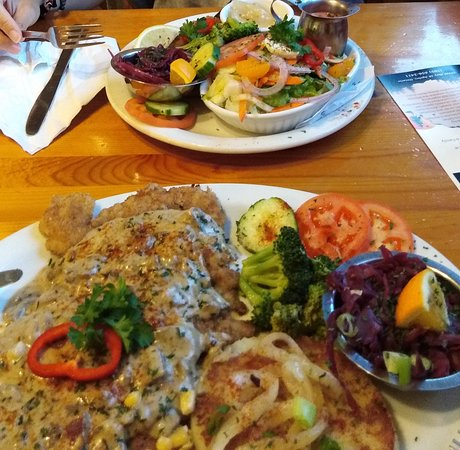 Apsley, Kanada: Fantastic Schnitzel (regular and little bear size)