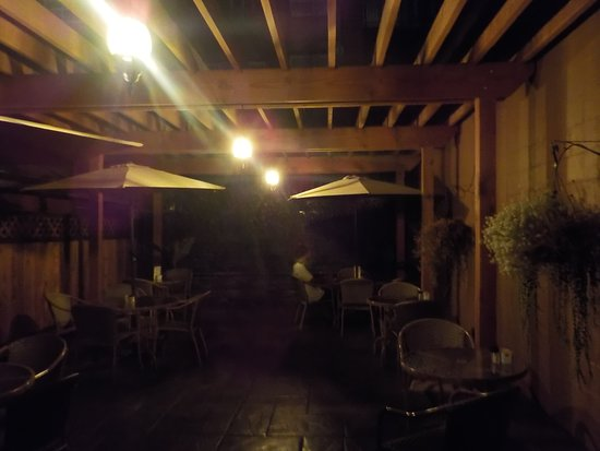 The Yellow Deli: Back patio at night