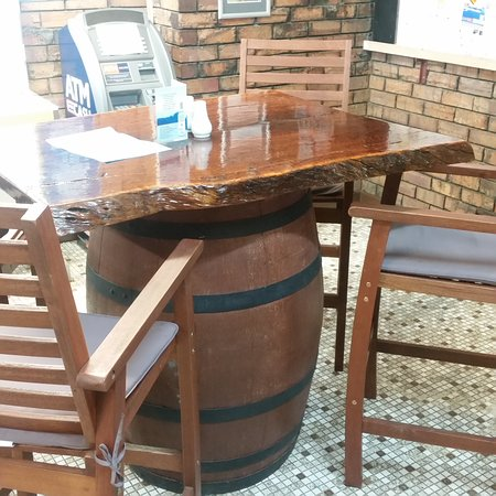 Northampton, Αυστραλία: Jarah topped table and comfortable chairs to sit in while having a beer or bet