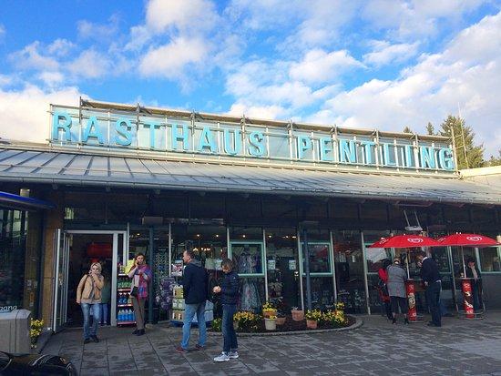 Pentling, Germany: Придорожное кафе.