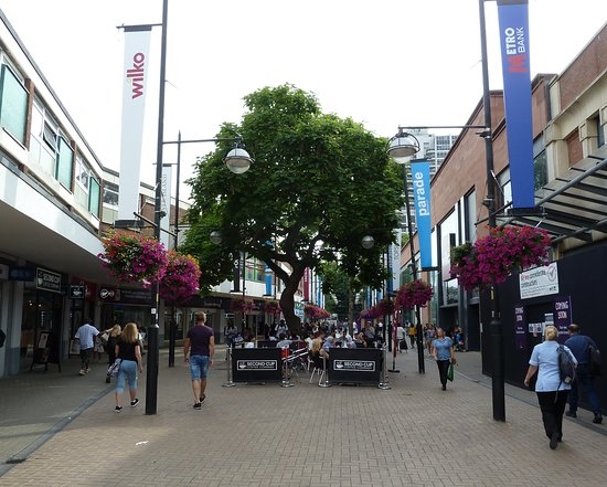 The Parade Shopping Centre i Swindon