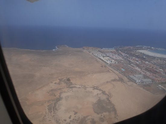 Blick Aus Dem Flugzeug Auf Caleta De Fuste Picture Of Aparthotel