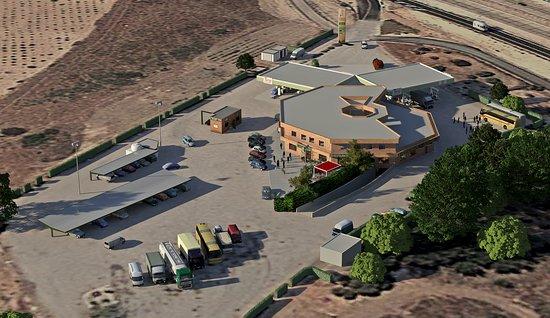 Villarta de San Juan, إسبانيا: area de servicio . parking
