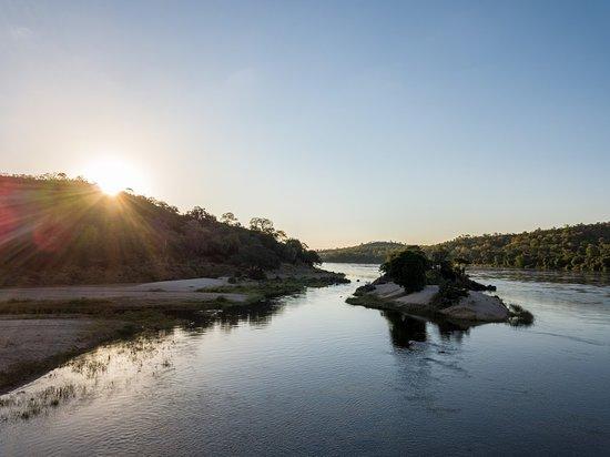 Chewore Safari Area, Ζιμπάμπουε: Island up stream from the Lodge