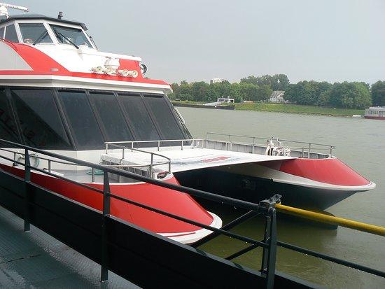Twin City Liner: Catamaran à quai à Bratislava