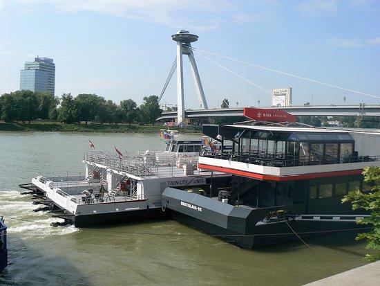 Twin City Liner: Accostage à Bratislava
