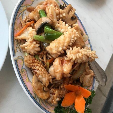 China Palast: Nudeln a la Seafood und Ente mit Hähnchen.