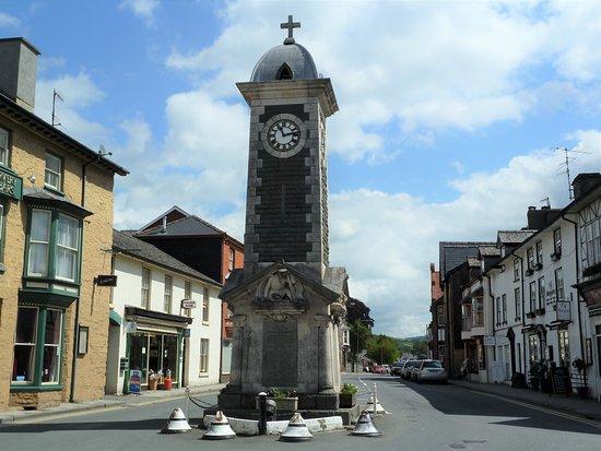 Rhayader War Memorial Clock Tower i Rhyader